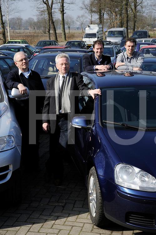 LANGEVEEN - Automarkt in Duitsland.Familie Mensink begint auutomarkt.Editie: Ondernemer.FFU PRESS AGENCY COPYRIGHT FRANK UIJLENBROEK.FU120315.