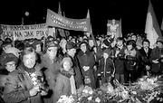 Manifestacja z okazji rocznica odzyskania niepodlegści przy Grobie Nieznanego Żołnierza  na Placu Matejki w Krakowie. Dokładna data nieustalona (1978? 1980?)