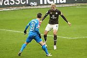 Fussball: 2. Bundesliga, FC St. Pauli - Holstein Kiel, Hamburg, 09.01.2021<br /> Finn Bartels (Kiel, l.) - Philipp Ziereis (Pauli)<br /> © Torsten Helmke