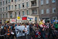 DEU, Deutschland, Germany, Berlin, 14.04.2018: Demonstration gegen steigende Mieten unter dem Motto Wiedersetzen - Gemeinsam gegen Verdrängung und Mietenwahnsinn.