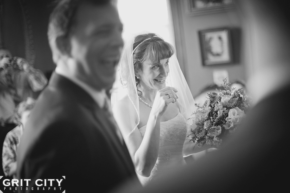 Spring wedding at the Meeker Mansion in Puyallup. Grit City Photography is a Tacoma, Washington based photography business specializing in wedding photography. While we love working in Tacoma, we can visit your location of choice.