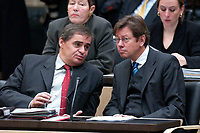 07 NOV 2003, BERLIN/GERMANY:<br /> Peter Mueller (L), CDU, Ministerpraesident Saarland, und Peter Jacoby (R), CDU, Finanzminister Saarland, im Gespraech, waehrend einer Sitzung des Bundesrates, Bundesrat<br /> IMAGE: 20031107-01-015<br /> KEYWORDS: Gespräch, Peter Müller