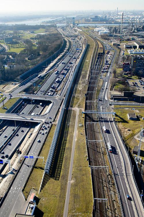 Nederland, Zuid-Holland, Rotterdam, 18-02-2015. A15 ter hoogte van Hoogvliet en Pernis. De constructie direct naast de snelweg is het nieuwe leidingenviaduct, aangelegd omdat er geen ruimte voor uitbreiding van de leidingstrook in de ondergrond is. Rechts de Betuweroute en ingang Botlek spoortunnel.<br /> Motorway A5, hinterland connection. Next to the motorway the pipeline overpass, recently build because of lack of space in the ground.<br /> luchtfoto (toeslag op standard tarieven);<br /> aerial photo (additional fee required);<br /> copyright foto/photo Siebe Swart