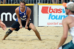 17-07-2014 NED: FIVB Grand Slam Beach Volleybal, Apeldoorn<br /> Poule fase groep A mannen - Reinder Nummerdor