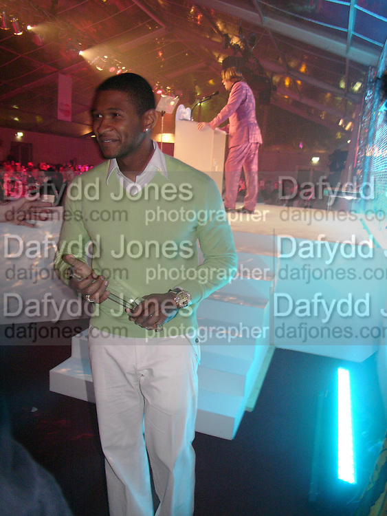 Usher. Glamour Women Of The Year Awards 2005, Berkeley Square, London.  June 7 2005. ONE TIME USE ONLY - DO NOT ARCHIVE  © Copyright Photograph by Dafydd Jones 66 Stockwell Park Rd. London SW9 0DA Tel 020 7733 0108 www.dafjones.com