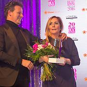 NLD/Amsterdam/20160118 -  Beau Monde Awards 2016, Angela groothuizen wint een award