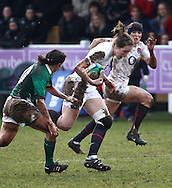 29 Feb 2010 Esher, Surrey: England's Emily Scarratt runs with the ball during the Women's Six Nations game between England and Ireland at Esher Rugby Club (photo by Andrew Tobin/SLIK images)