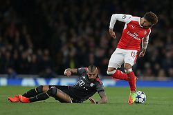 2017?3?7?.       (??) ?1???——?????????.        3?7??????????Arturo Vidal ??????????Alex Oxlade-Chamberlain???.       ?????????????????????16???????????????????5?1????????????10?2?????????.        ???????·?????????.(SP) BRITAIN-LONDON-SOCCER-CHAMPIONS LEAGUE-ARSENAL VS BAYERN MUNICH .(170307) -- LONDON, Mar. 7, 2017  Arsenal's Alex Oxlade-Chamberlain (R) competes for the ball with Bayern Munich's Arturo Vidal during the Champions League Round of 16 second leg match between Arsenal and Bayern Munich in London, Britain on March 7, 2017. Bayern Munich won 5-1. (Credit Image: © Tim Ireland/Xinhua via ZUMA Wire)
