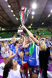 11-05-2017 ITA: Finale Liu Jo Modena - Igor Gorgonzola Novara, Modena<br /> Novara heeft de titel in de Italiaanse Serie A1 Femminile gepakt. Novara was oppermachtig in de vierde finalewedstrijd. Door een 3-0 zege is het Italiaanse kampioenschap binnen. / CHIRICHELLA CRISTINA, Laura Dijkema #14, Judith Pietersen #8<br /> <br /> ***NETHERLANDS ONLY***