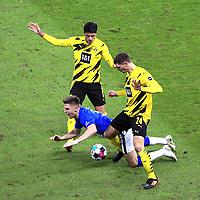 21.11.2020, OLympiastadion, Berlin, GER, DFL, 1.FBL, Hertha BSC VS. Borussia Dortmund, <br /> DFL  regulations prohibit any use of photographs as image sequences and/or quasi-video<br /> im Bild Krzysztof Piatek (Hertha BSC Berlin #9),<br /> Mahmoud Dahoud (Borussia Dortmund #8), Thomas Meiner (Borussia Dortmund #24)<br /> <br />       <br /> Foto © nordphoto / Engler