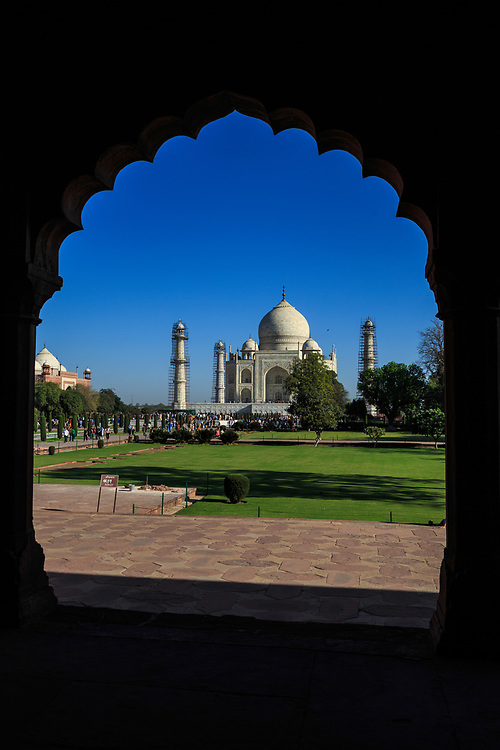 A view of the Taj Mahal mausoleum through one of the multifoliated openings (jharoka) in the entrance gate (darwaza-i rauza) in Agra, India.
