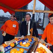 M. Bogerd, lijsttrekker SGP Flevoland, afsluiting campagne in Almere voor verkiezingen Provinciala Staten 2003