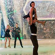 NLD/Hilversum/20130209 - Finale Sterren Dansen op het IJs 2013, Laura Ponticorvo en schaatspartner Joel Geleynse