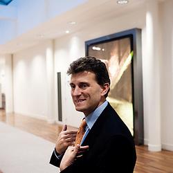Jean-Marc Pasquet, responsable France et Asie Pacifique (Securities Services). Visite des Grands Moulins de Pantin ou la BNP-Paribas vient d'installer ses services d'echanges de titres. Pantin, France. 24 fevrier 2010. Photo : Antoine Doyen