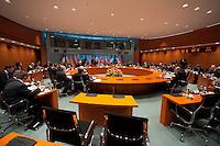 22 FEB 2009, BERLIN/GERMANY:<br /> Uebersicht vor Beginn der Sitzung, G 20-Vorbereitungsgipfel, Internationaler Konferenzsaal, Bundeskanzleramt<br /> IMAGE: 20090222-01-094<br /> KEYWORDS: Übersicht