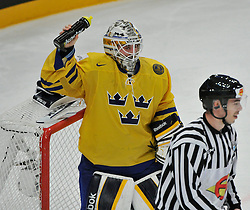11.05.2013, Globe Arena, Stockholm, SWE, IIHF, Eishockey WM, Schweden vs Slowenien, im Bild Sverige Sweden 1 Goalkeeper Jhonas Enroth svalkar sig med vatten // during the IIHF Icehockey World Championship Game between Sweden and Slovenia at the Ericsson Globe, Stockholm, Sweden on 2013/05/11. EXPA Pictures © 2013, PhotoCredit: EXPA/ PicAgency Skycam/ Simone Syversson..***** ATTENTION - OUT OF SWE *****