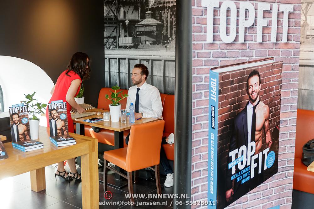 NLD/Amsterdam/20180511 - Boekpresentatie Henri Schut genaamd Topfit,