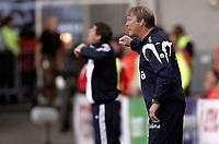 Fotball<br /> Landskamp International<br /> Kvalifisering Qualification EM Euro 2008<br /> 12.09.07<br /> Ullevaal Stadion<br /> Norge Norway - Hellas Greece<br /> Landslagstrener ne Åge Hareide og Otto Rehhagel roper ut sine instruksjoner<br /> Foto - Kasper Wikestad