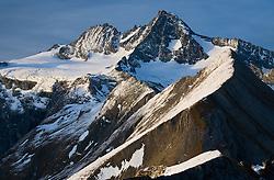31.10.2010, Kals, AUT, Vermisstensuche am Grossglockner, 3 Polnische Alpinisten sind am Grossglockner in Bergnot geraten. Sowohl von der Adlersruhe (Erzherzog Johann Hütte) als auch von der Stüdlhütte aus machten sich am Sonntagnachmittag Bergretter aus Kals und Alpinpolizisten auf die Suche nach drei vermissten Polen am Großglockner. Sie hatten lediglich die Information, dass einer der Bergsteiger bereits am Samstag abend im Stüdlgrat, rund 100 Meter unterhalb des Gipfels einen Unterschenkelbruch erlitten hatte und dass einer der Alpinisten abgestiegen war um Hilfe zu holen. .Gegen 18.30 fand die 16-köpfige Rettertruppe, die von der Adlersruhe aufgestiegen war, einen der Polen am Kleinglockner. Einer der drei vermissten polnischen Alpinisten wurde am Sonntagabend von den Bergrettern im Bereich des Kleinglockners tot aufgefunden. Um 21.15 musste die Suche nach den Vermissten wegen widrigster Wetterbedingungen im Gipfelbereich des Großglockners abgebrochen werden..Zwei Personen werden noch vermisst. Hier im Bild der Gerossglockner, Aufnahme vom 01.10.2007. EXPA Pictures © 2010, PhotoCredit: EXPA/ J. Groder