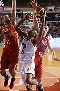 DESCRIZIONE : Roma Lega serie A 2013/14 Acea Virtus Roma Grissin Bon Reggio Emilia<br /> GIOCATORE : phil goss<br /> CATEGORIA : tiro gancio<br /> SQUADRA : Acea Virtus Roma<br /> EVENTO : Campionato Lega Serie A 2013-2014<br /> GARA : Acea Virtus Roma Grissin Bon Reggio Emilia<br /> DATA : 22/12/2013<br /> SPORT : Pallacanestro<br /> AUTORE : Agenzia Ciamillo-Castoria/ManoloGreco<br /> Galleria : Lega Seria A 2013-2014<br /> Fotonotizia : Roma Lega serie A 2013/14 Acea Virtus Roma Grissin Bon Reggio Emilia<br /> Predefinita :
