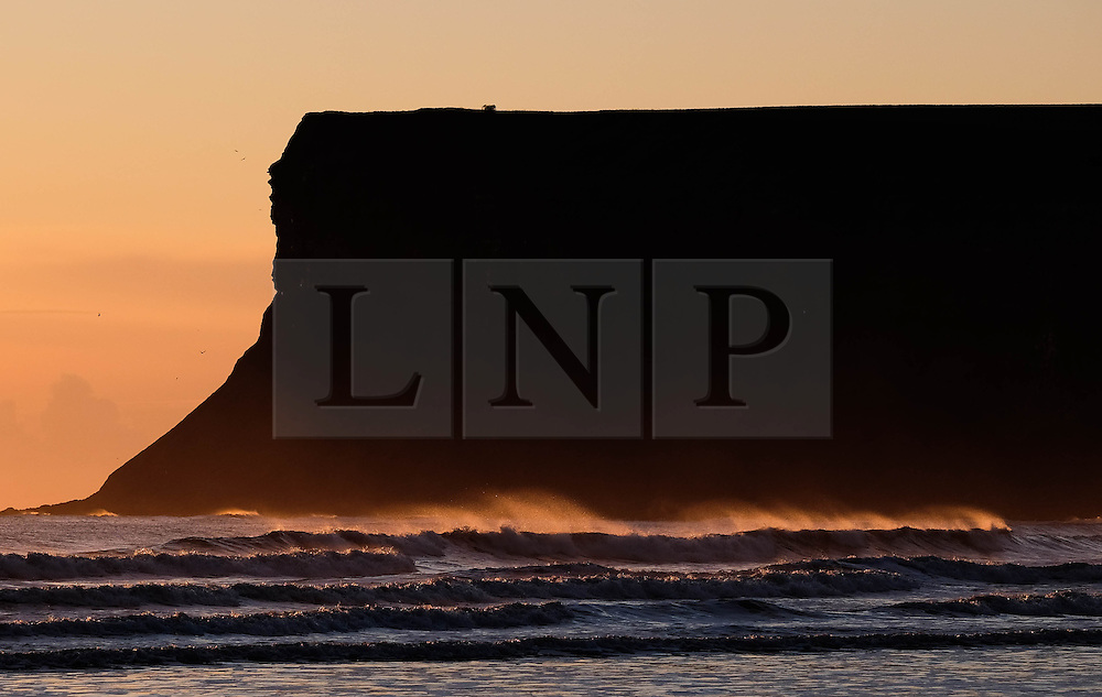 © Licensed to London News Pictures. 28/04/2016. SALTBURN BY THE SEA, UK.  <br /> Sunlight shines through breaking waves as the sunrises over the beach at Saltburn by the Sea.  <br /> Photo credit: Ian Forsyth/LNP