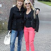 NLD/Haarzuilens/20120425 - Opening tentoonstelling Bruidjes van de Haar, karin Riethoven en Mariska Bauer - Rossenberg