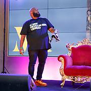 NLD/Den Haag/20200724 - Willy Wartaal bestijgt de troon in het Mauritshuis, Willy Wartaal geeft livestream concert vanuit het Mauritshuis
