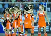 TUCUMAN  Argentinie -  Vreugde bij Oranje na halve finale wedstrijd in de finaleronde van de Hockey World League, tussen de vrouwen van Nederland en Argentinie. (2-2)  Nederland wint met shoot-out. Midden Roos Drost .   ANP KOEN SUYK