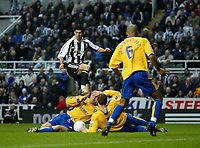 Photo: Andrew Unwin.<br />Newcastle United v Mansfield Town. The FA Cup.<br />07/01/2006.<br />Newcastle's Albert Luque (C) cannot find a way through the Mansfield defence.