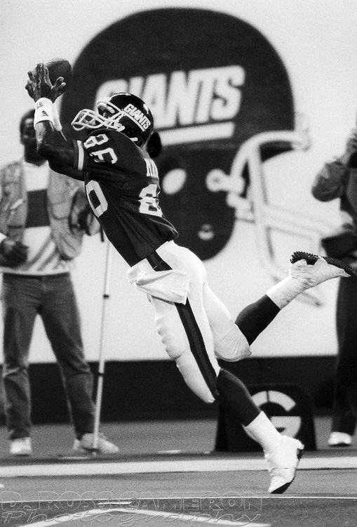 New York Giants wide receiver Lionel Manuel can't quite hold onto a pass in the end zone from quarterback Phil Simms during an NFL football game against the Washington Redskins, Monday, Sept. 5, 1988 at Giants Stadium in East Rutherford, N.J. The Giants won, 27-20. (D. Ross Cameron/The Express)