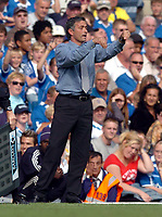 Fotball<br /> Foto: SBI/Digitalsport<br /> NORWAY ONLY<br /> <br /> Date: 21/08/2004.<br /> Birmingham City v Chelsea FA Barclays Premiership.<br /> <br /> Jose Mourinho signals to his players.