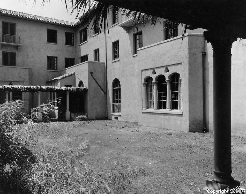 1926 Interior courtyard at the Hollywood Studio Club at 1215 Lodi Pl.