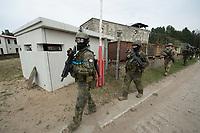 """03 APR 2012, LEHNIN/GERMANY:<br /> Soldaten ruekcne aus Ihrem Lager aus, Kampfschwimmer der Bundeswehr trainieren """"an Land"""" infanteristische Kampf, hier Haeuserkampf- und Geiselbefreiungsszenarien auf einem Truppenuebungsplatz<br /> IMAGE: 20120403-01-092<br /> KEYWORDS: Marine, Bundesmarine, Soldat, Soldaten, Armee, Streitkraefte, Spezialkraefte, Spezialkräfte, Kommandoeinsatz, Übung, Uebung, Training, Spezialisierten Einsatzkraeften Marine, Waffentaucher"""