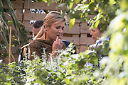 Koningin Maxima brengt een werkbezoek aan Koppert Cress in Westland. Koppert Cress is winnaar van de Koning Willem I Plaquette voor Duurzaam Ondernemerschap 2016. Deze prijs beloont duurzame innovaties van kleine of grote organisaties. Koppert Cress is een tuinbouwbedrijf dat gespecialiseerd is in diverse eetbare planten en bloemen.<br /> <br /> Queen Maxima brings a working visit to Koppert Cress in Westland. Koppert Cress is the winner of the King William I Plaque for Sustainable Entrepreneurship 2016. The award recognizes sustainable innovations of small and large organizations. Koppert Cress is a horticultural company that specializes in various edible plants and flowers.