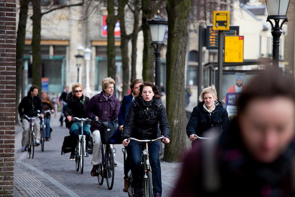 Fietsers bij het Janskerkhof in Utrecht.<br /> <br /> Cyclists near Janskerkhof in Utrecht.