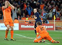 Fotball<br /> VM 2010<br /> Finale<br /> Nederland / Holland v Spania<br /> 11.07.2010<br /> Foto: Fotosports/Digitalsport<br /> NORWAY ONLY<br /> <br /> Andres Iniesta  (Spain) celebrates winning goal leaving Joris Mathijsen and Gregory van der Wiel stunned goal