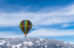 05.02.2018, Zell am See - Kaprun, AUT, BalloonAlps, im Bild ein Heissluftballon bei seiner Fahrt im Gebirge // a hot air balloon infront of the Mountains Scenery during the International Balloonalps Week, Zell am See Kaprun, Austria on 2018/02/05. EXPA Pictures © 2018, PhotoCredit: EXPA/ JFK