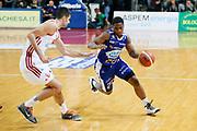 DESCRIZIONE : Varese Lega A 2013-14 Cimberio Varese Acqua Vitasnella Cantu<br /> GIOCATORE : Joe Ragland<br /> CATEGORIA : Palleggio<br /> SQUADRA : Acqua Vitasnella Cantu<br /> EVENTO : Campionato Lega A 2013-2014<br /> GARA : Cimberio Varese Acqua Vitasnella Cantu<br /> DATA : 15/12/2013<br /> SPORT : Pallacanestro <br /> AUTORE : Agenzia Ciamillo-Castoria/G.Cottini<br /> Galleria : Lega Basket A 2013-2014  <br /> Fotonotizia : Varese Lega A 2013-14 Cimberio Varese Acqua Vitasnella Cantu<br /> Predefinita :