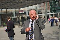 DEU, Deutschland, Germany, Berlin, 22.04.2014:<br />Matthias Machnig, Wahlkampfleiter der SPD zur Europawahl 2014, telefoniert mit seinem Smartphone nach einer Verteilaktion der Berliner SPD auf dem Potsdamer Platz anlässlich der bevorstehenden Europawahl.