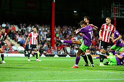 Bobby Reid of Bristol City scores to make it 2-2 in the last minute of the game - Mandatory by-line: Dougie Allward/JMP - 15/08/2017 - FOOTBALL - Griffin Park - Brentford, England - Brentford v Bristol City - Sky Bet Championship