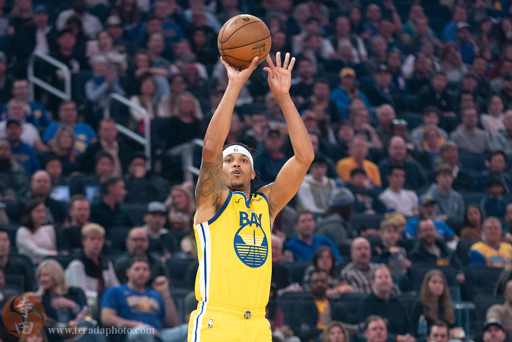 February 23, 2020; San Francisco, California, USA; Golden State Warriors guard Damion Lee (1) shoots the basketball against the New Orleans Pelicans during the first quarter at Chase Center.