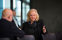 DEU, Deutschland, Germany, Berlin, 05.11.2018: Ulrike Schielke-Ziesing (MdB, Alternative für Deutschland, AfD) vor Beginn einer Sitzung des Arbeitsausschusses im Deutschen Bundestag.