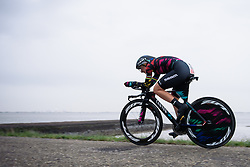 Lisa Brennauer (CANYON//SRAM Racing) speeds along the coastline to victory at Omloop van Borsele Time Trial 2016. A 19.9 km individual time trial starting and finishing in 's-Heerenhoek, Netherlands on 22nd April 2016.