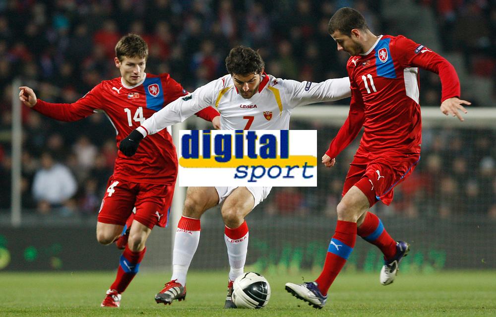 Fotball<br /> 11.11.2011<br /> Foto: Gepa/Digitalsport<br /> NORWAY ONLY<br /> <br /> UEFA Europameisterschaft 2012, Qualifikation,Play-Off, Laenderspiel, Tsjekkia v Montenegro<br /> <br /> Bild zeigt Vaclav Pilar (CZE), Simon Vukcevic (MNE) und Danie Pudil (CZE).