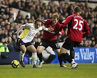 Football, Tottenham's Luka Modric battles with Fulham's Bjorn Helge Riise and Bobby Zamora, Barclays Premier League, Tottenham Hotspur Vs Fulham at White Hart Lane, 26/01/2010, Credit: Colorsport / Mark Greenwood