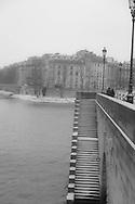 France. Paris. 4th district. ile de la cite, Seine river and Paris city center under the snow, escalier qui mene a la Seine