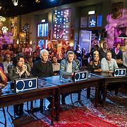 NLD/Hilversum/20131130 - Start Radio 2000, dj's top2000, deelnemers quiz