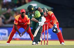 Cape Town-181006-South African betsman Reeza Hendricks  batting against Zimbabwean  in the 3rd ODI match at Boland Park cricket stadium. .Photographer:Phando Jikelo/African News Agency(ANA)