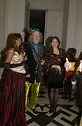 Trudie Juggernaut-Sharma,, Lord Bath and  Freda Katritzky,  Launch of ' The World of Private Castles, Palaces and Estates. Syon House. 31 October 2005. ONE TIME USE ONLY - DO NOT ARCHIVE © Copyright Photograph by Dafydd Jones 66 Stockwell Park Rd. London SW9 0DA Tel 020 7733 0108 www.dafjones.com