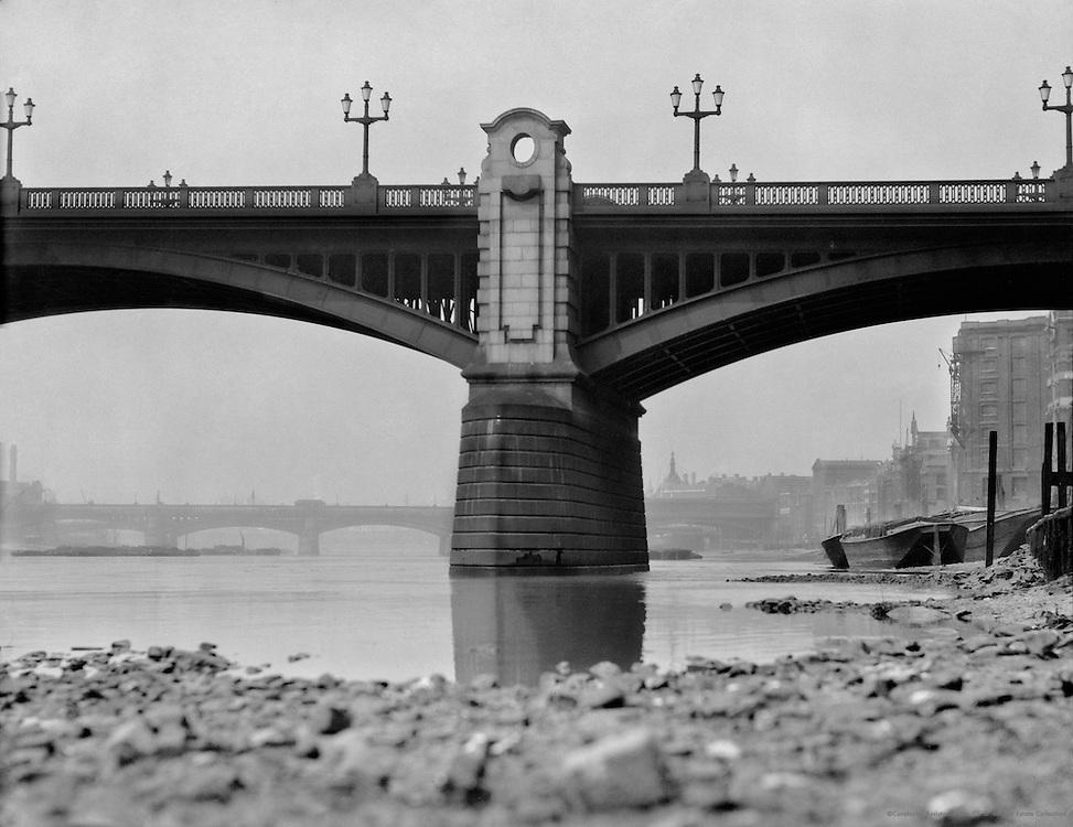 Southwark Bridge, London, 1910